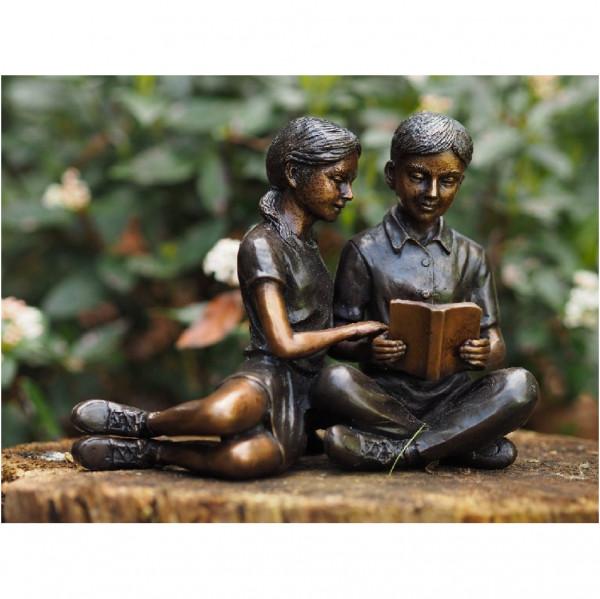 Lesendes Paar