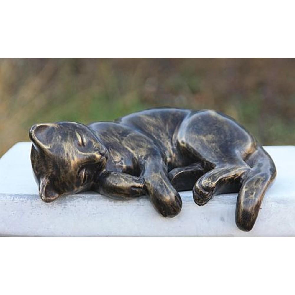 Liegende Katze aus Bronze