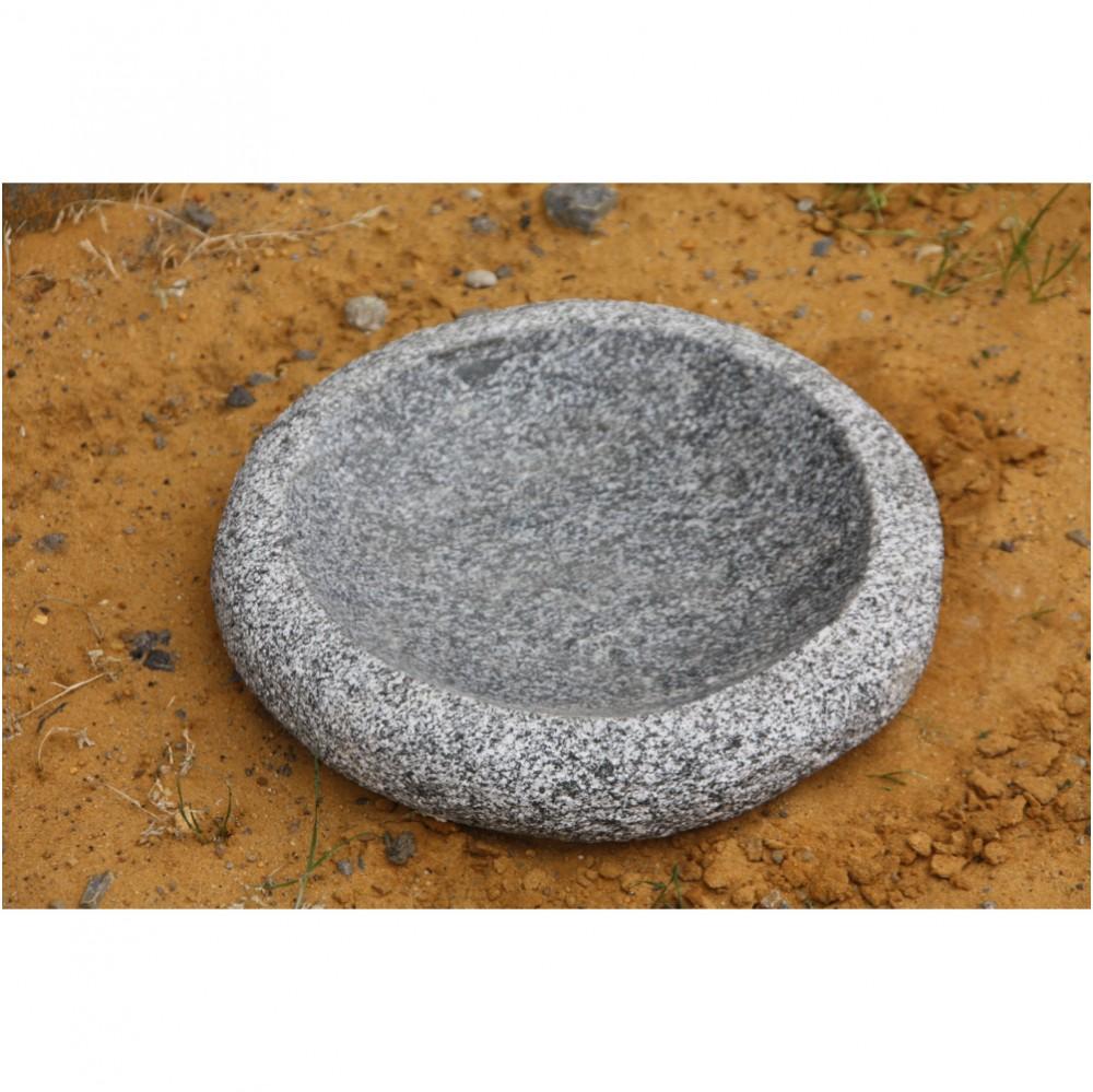 Vogeltraenke rund aus Granit frostfest