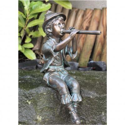 Flötenspieler Junge