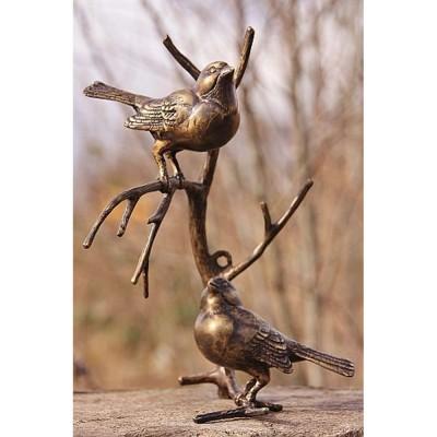 Zwei Vögel auf Ast